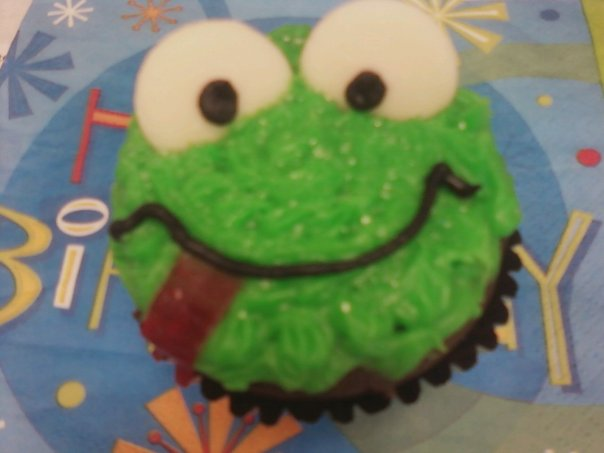A cupcake a coworker made for my birthday. She knows I love frogs!